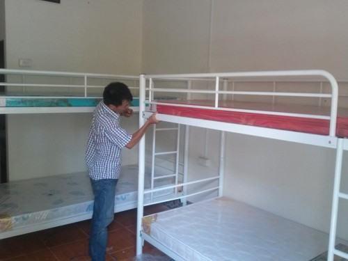 Giường sắt 2 tầng tại nhà nghỉ Hoàng Nga